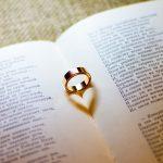 指輪ハート型の影
